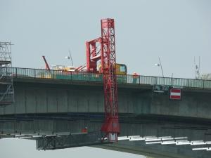 Montage und Demontage von Hängegerüste an Brücken